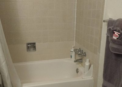 Roxbury South 2 Tub